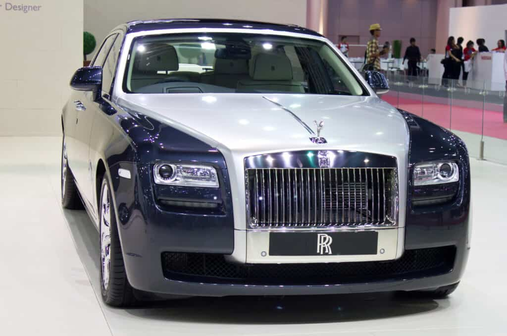black and white rolls royce phantom on showroom floor